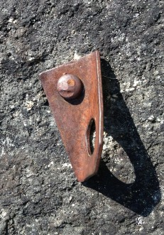 "BAD: Rusted 1/4"" buttonhead with Leeper hanger"